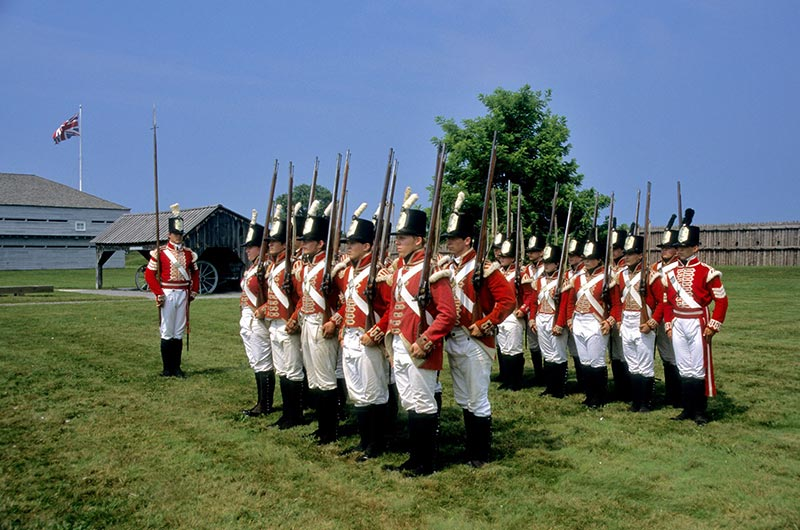 Fort_George_redcoats-800x530_1431507974